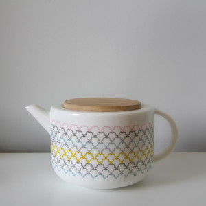 Rainbow wave teapot