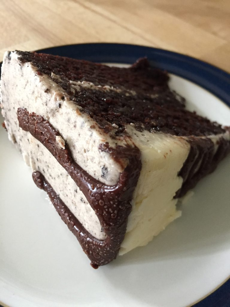 Hananah Banana vegan cookies and cream cake